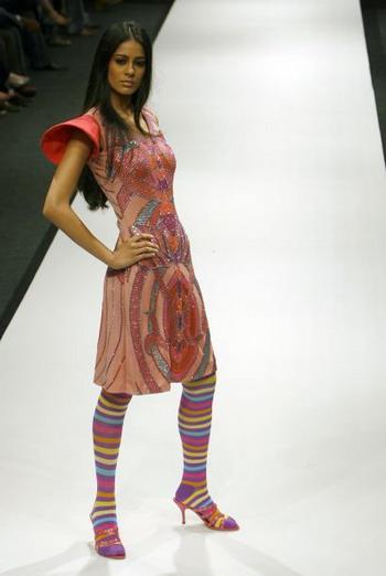 Вибране з колекцій весна/літо на Тижні моди Wills India Fashion Week в Індії. Фото: AFP Photo/MANPREET ROMANA