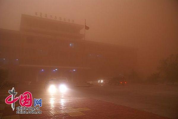 Пиловий вихор з піском у Внутрішній Монголії. Фото з epochtimes.com