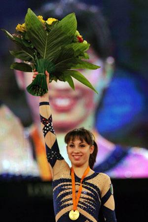 Амстердам, НІДЕРЛАНДИ: Vanessa Ferrari з Італії взяла золоту медаль під час чемпіонату Європи із спортивної гімнастики. Фото ARIS MESSINIS/AFP/Getty Images