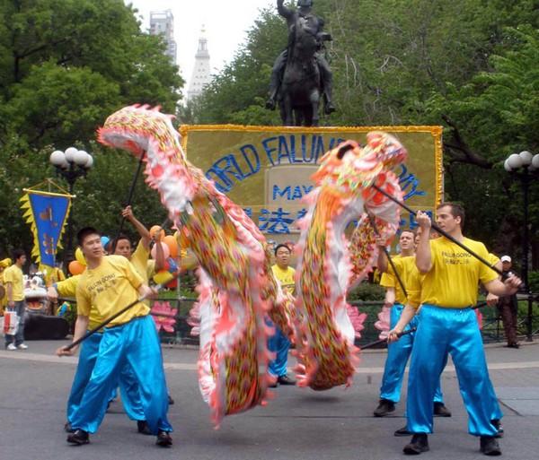 Нью-Йорк. Мероприятия, приуроченные к Всемирному Дню Фалунь Дафа. Фото с minghui.org