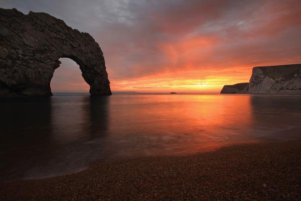 Дадлі Дор - вапняна арка природного походження, розташована недалеко від Лульворс в Дорсеті. Фото: Matt Cardy/Getty Images