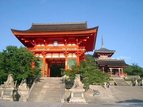 Храм Kiyomizu dera в городе Киото, Япония.