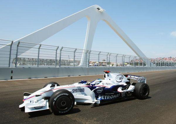 Очередной этап чемпионата мира по автогонкам Формулы 1 - 'Гран-при Европы' - прошел в Валенсии, на трассе, проложенной по территории порта. Фото: AFP/Getty Images