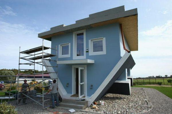 Перевернутый дом. Фото: Sean Gallup/Getty Images