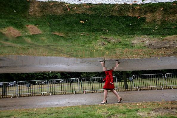 Павильон в форме зеркального облака. Лондон, 7 июля. Фото: Dan Kitwood/Getty Image