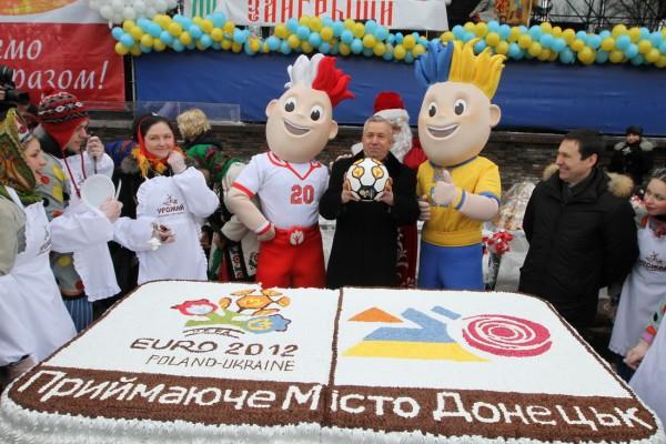 В Донецке к Евро-2012 испекли самый большой торт. Фото: 62.ua