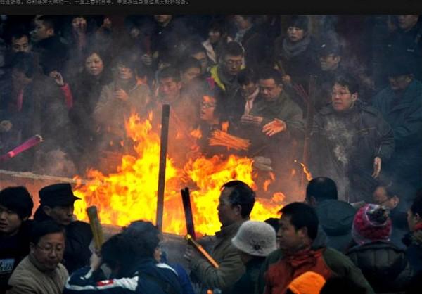Новогодние возжигания благовоний в городе Ланьчжоу провинции Ганьсу. 3 февраля 2011 год. Фото с epochtimes.com