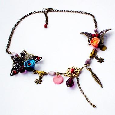 Французские романтические бусы и серьги для любимой женщины. Фото с epochtimes.com