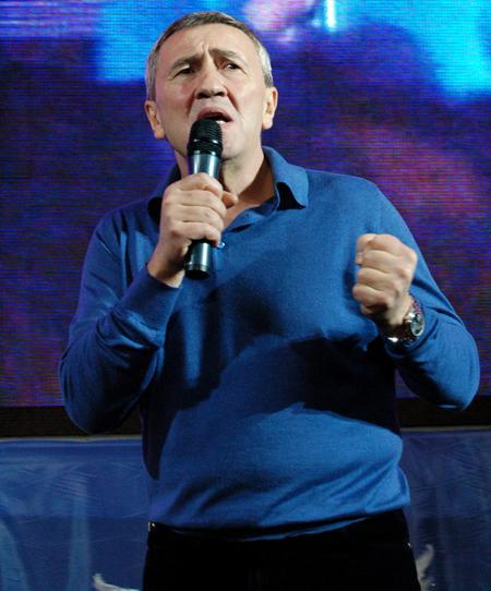 Мэр Киева Леонид Черновецкий продемонстрировал публике свои вокальные данные.Фото: Антон Поднебесный/The Epoch Times