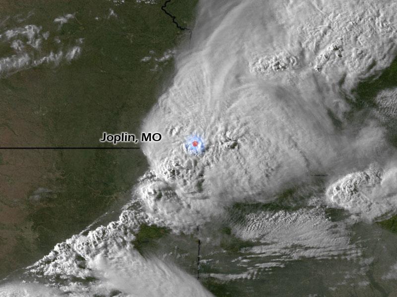 Шторм над Джоплином за несколько минут до образования торнадо. Фото: nnvl.noaa.gov