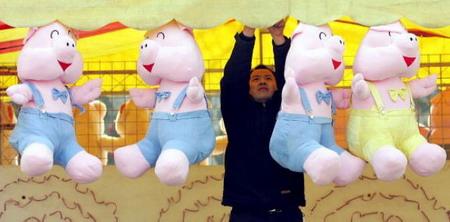 Китай. Пекин. Фонарики в виде маленьких свиней. Фото: Guang Niu/Getty Images