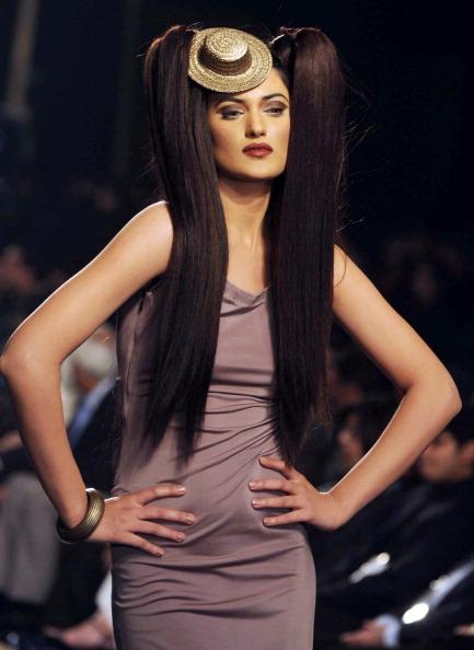 Презентация коллекции от Mehdi на Неделе моды 2010 в Лахоре. Фото Arif Ali/AFP/Getty Images