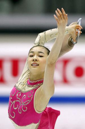 Ю-На Ким (Южная Корея) исполняет произвольную программу. Фото: DAMIEN MEYER/AFP/Getty Images