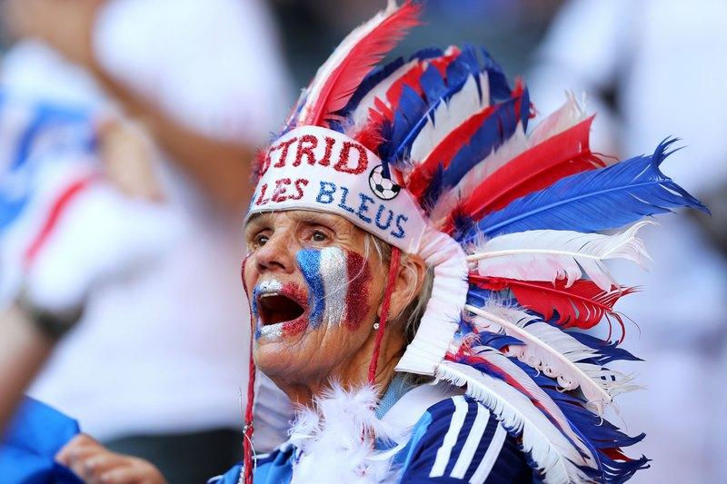 Донецк, Украина, 11 июня. Евро-2012, матч Франция — Англия. Французский фанат поддерживает любимую команду. Фото: Ian Walton/Getty Images