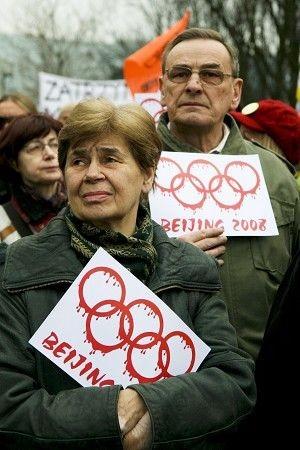 16 марта в Варшаве (Польша) напротив консульства КНР прошла акция протеста против кровавой расправы над тибетцами а также в поддержку бойкота Олимпиады. Фото: Jan Jekielek/ The Epoch Times