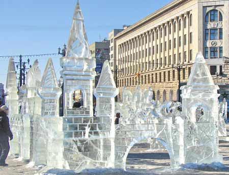 На фото показаний зроблений з льоду замок. Фото: Іван Поляков/Велика Епоха
