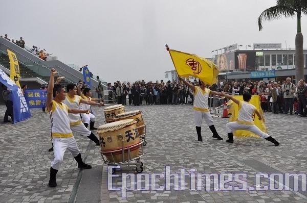 Виступають барабанщики Нової Династії Тан. (The Epoch Times)