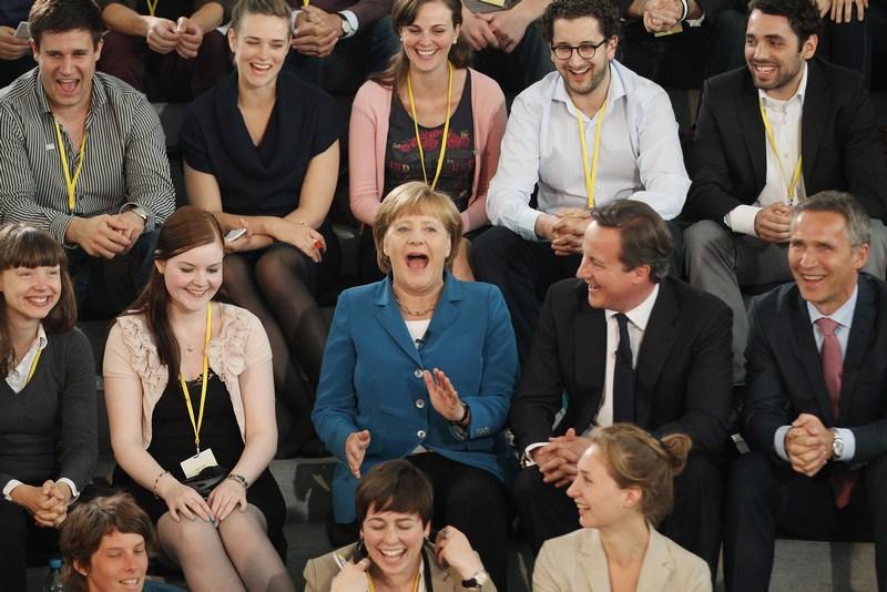 Берлин, Германия, 7 июня. Ангела Меркель участвует в телевизионной дискуссии со студентами на тему будущего Германии и кризиса Еврозоны. Фото: Sean Gallup/Getty Images