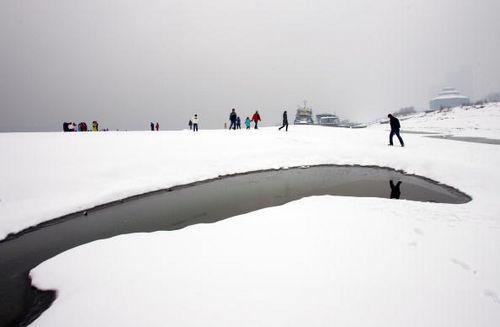 Річка Янцзи. Місто Ухань провінції Хубей. 27 січня. Фото: China Photos/Getty Images