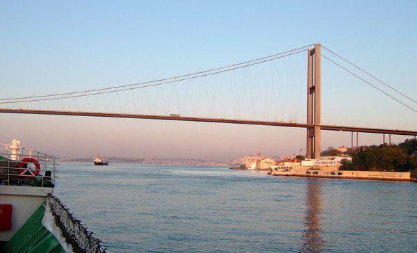 Мост через Босфор, соединяющий Европу с Азией. Фото: Ирина Рудская. The Epoch Times