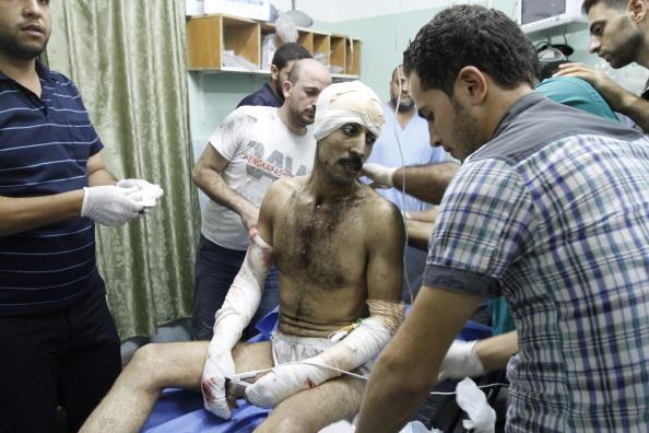 В результате нанесения авиа-ударов шесть жителей Сектора Газа погибли, 30 получили ранения, по сообщениям медиков. Фото: Said Khatib / Getty Images