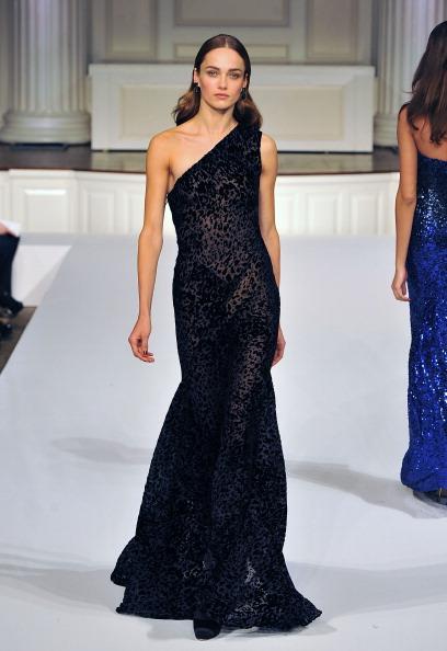 Показ колекції від Oscar de la Renta на Mercedes-Benz Fashion Week. Фото: Slaven Vlasic / Getty Images
