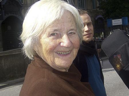 82-летняя жительница Гамбурга Стела Вогт видела парад уже несколько раз. Фото: Чжихун Чжен/Великая Эпоха, Германия