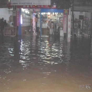 Повінь у провінції Хунань. 2 липня 2009 рік. Фото з epochtimes.com