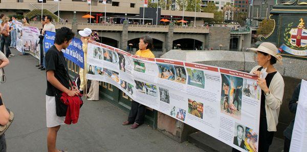 Мельбурн (Австралия). Акция, посвященная девятилетию со дня «инцидента 25 апреля». Фото с minghui.ca