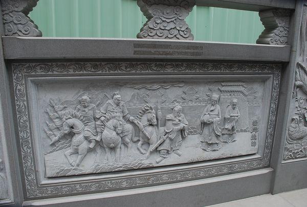 Одна из нескольких десятков плит, расположенных в храме, с вырезанными на ней историческими сюжетами. Фото с aboluowang.com