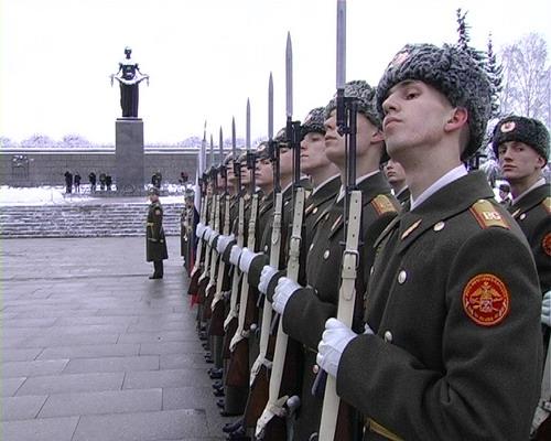 Почетный караул на Пискаревском кладбище 27 января 2008 года. Фото: Вячеслав Козлов