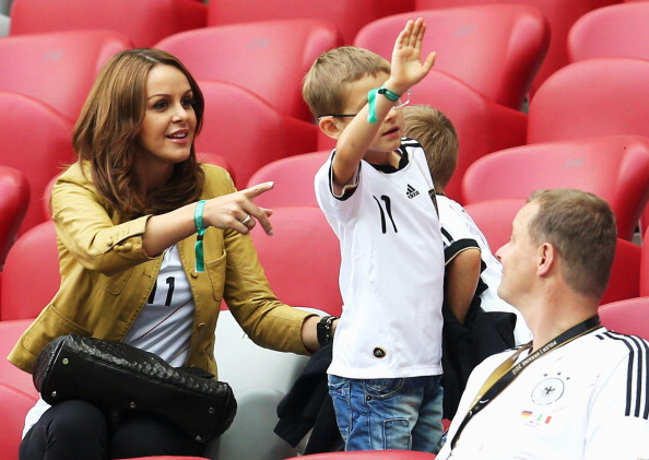 Сильвия Клозе, жена Мирослава Клозе из Германии, на матче Германия — Италия 28 июня 2012 года в Варшаве. Фото: Joern Pollex/Getty Images
