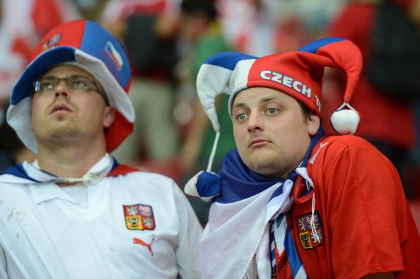 Чешские болельщики реагируют на поражение своей сборной в матче с Португалией 21 июня в Варшаве. Португалия выиграла 1:0. Фото: ANNE-CHRISTINE POUJOULAT/AFP/Getty Images