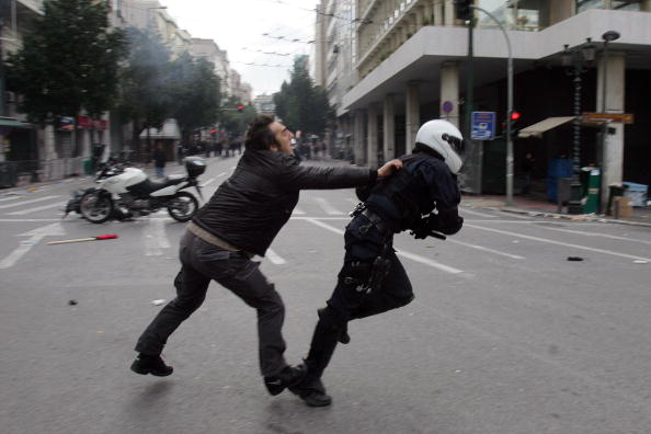 Анархісти влаштували в Афінах масові заворушення. Фото: Мілош Bicanski / Getty Images