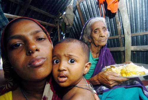 Бангладеш приходит в себя после циклона. Фото: Farjana KHAN GODHULY/AFP/Getty Images