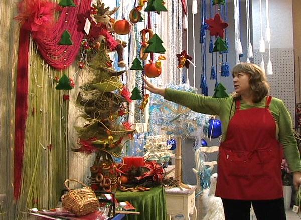 Законодавці моди сезонного декору, дизайнери супермаркету «ТенДенс-декор», розкрили секрети створення різдвяного настрою. Фото: The Epoch Times