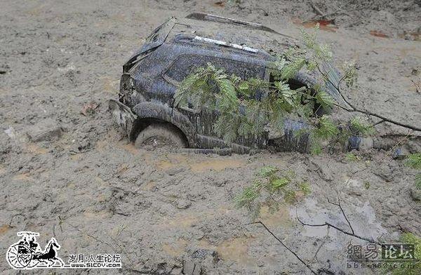 В провинции Шаньси продолжаются работы по извлечению людей погибших от схода сели. Фото с aboluowang.com