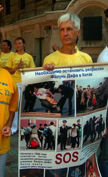 Мирная акция последователей Фалунь Дафа против репрессий их соучеников в Китае. Одесса. Фото: The Epoch Times