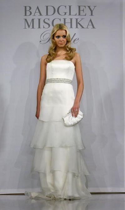 Показ свадебной коллекции Badgley Mischka в Нью-Йорке. фото:Getty Images