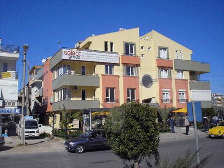 Невеликий будиночок у передмісті Анталії. Фото: Олена Підсосонна