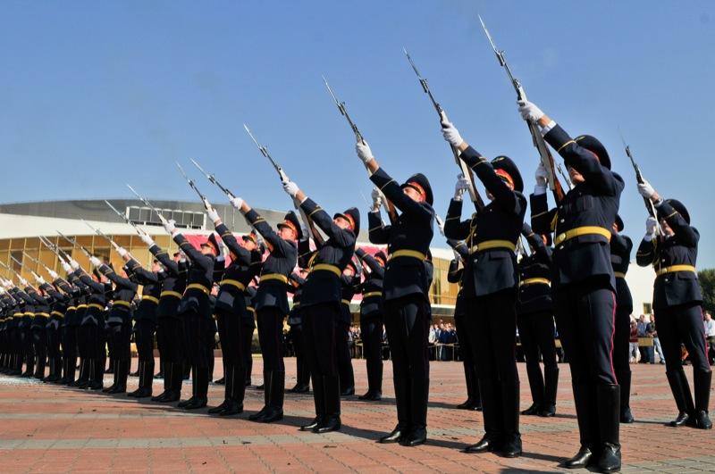 Показательное выступление роты почётного караула во время открытия выставки 'Оружие и безопасность' в Киеве 21 сентября. Фото: Владимир Бородин/The Epoch Times Украина