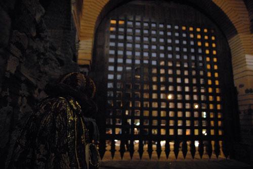 Після реставрації «Золотих воріт» знову запрацювали 8-ми тонні дубові ґрати - герса. Фото: Володимир Бородін/Велика Епоха