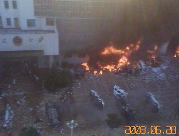 28 червня. Заворушення в повіті Венань провінції Гуйчжоу. Фото з epochtimes.com