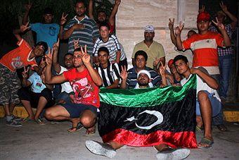 Мятежники в Таджуре, пригороде Триполи, рано утром в понедельник 22 августа 2011. Фото: Getty Images