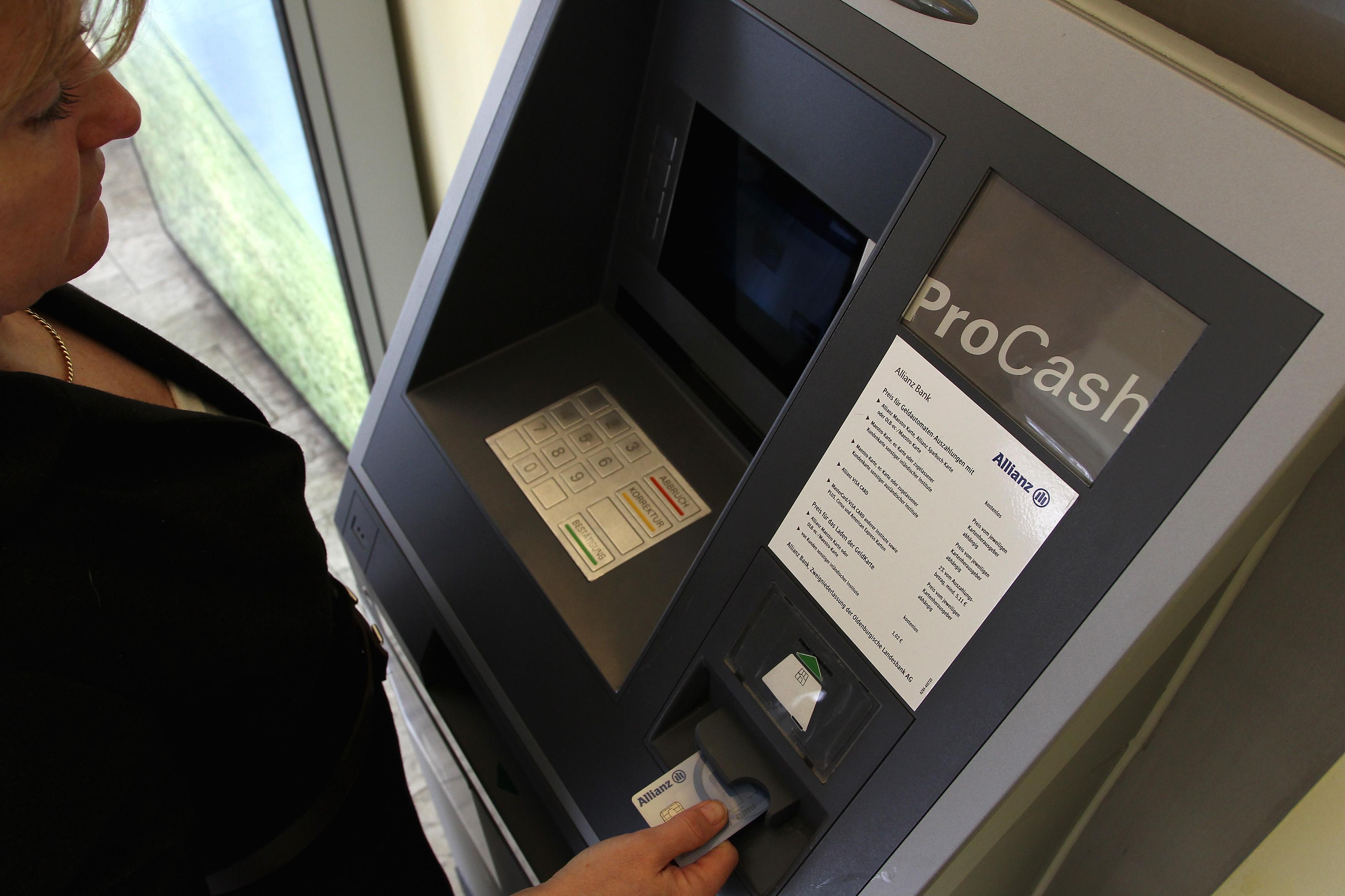 Число банкоматов в городах Украины сократится