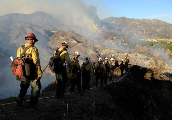 Лісова служба пожежників йде на допомогу. Фото: Kevork Djansezian/Getty Images