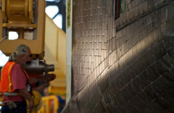 Плитки теплозащитного покрытия на корпусе шаттла. Фото: Roberto Gonzalez/Getty Images
