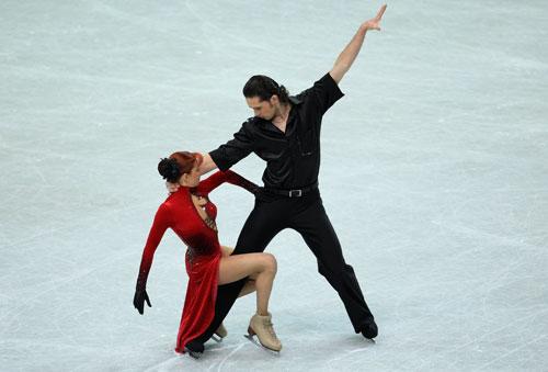 Яна Хохлова/Сергей Новицкий (Россия) исполняют обязательный танец. Фото: Jamie McDonald/Getty Images