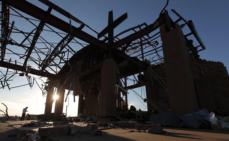 Все, що залишилося від місцевої католицької церкви. Фото: Mario Tama/Getty Images