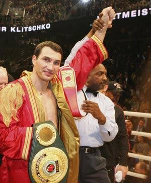 Владимир Кличко успешно отстоял титулы чемпиона мира по версиям IBF и IBO. Фото: Martin Rose/Bongarts/Getty Images